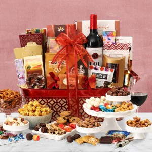 Supreme Splendor Holiday Wine Gift Basket